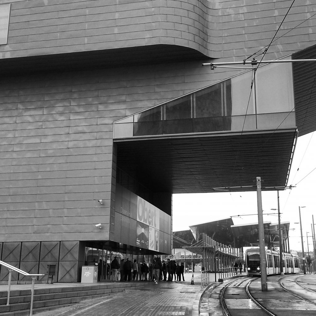 The queue for IAM day two at the Disseny Hub